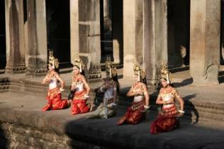 Dansere ved Angkor Wat